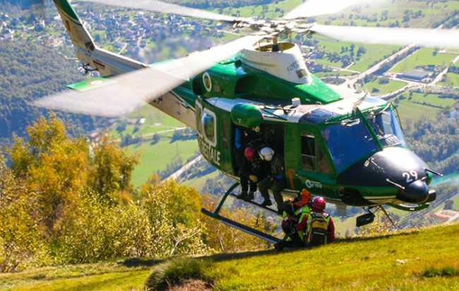 700.soccorso alpino elicottero a terra