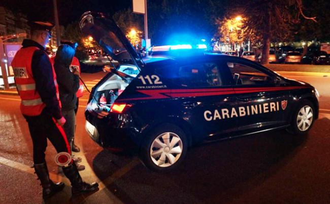 carabinieri notte fermo alcoltest militari paletta