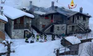vigili del fuoco incendio baite neve